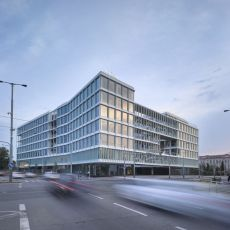 4c8e3b362c77 Administrativní budova Visionary