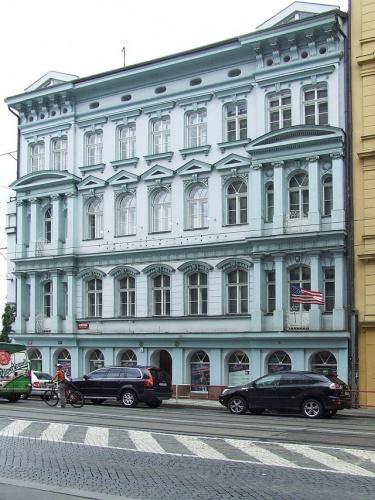 Činžovní dům čp. 1502 z roku 1869 na nároží ulic Revoluční a Nové mlýny, který by měl být zbourán. (zdroj: Klub za starou Prahu)